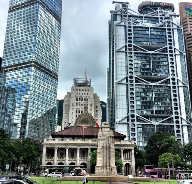 hong-kong-glass-skyscraper-vs-victorian-architecture-old-city-hall